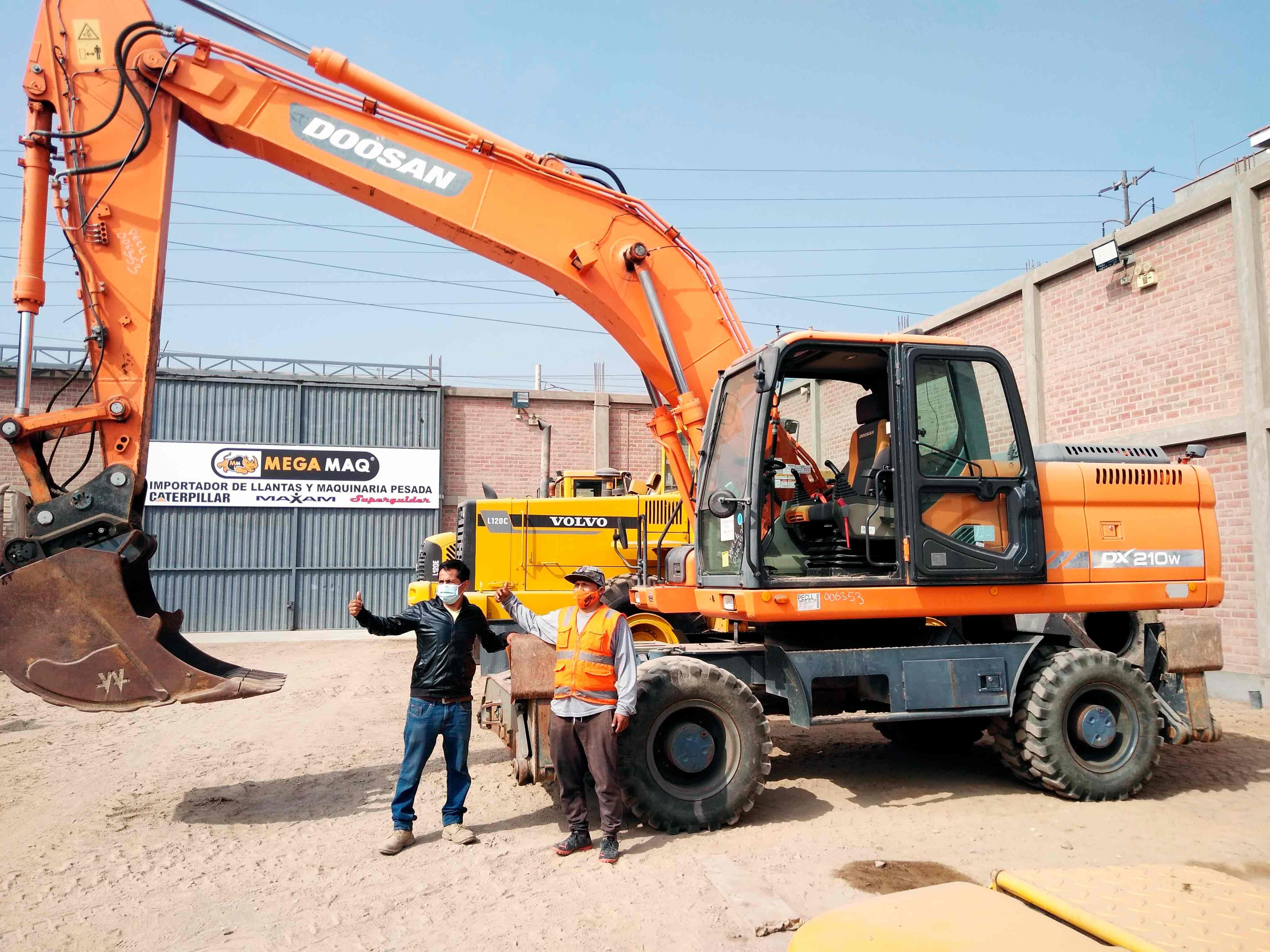 maquina excavadora en megamaq peru